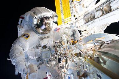 Astronaut_TechCommunity.jpg