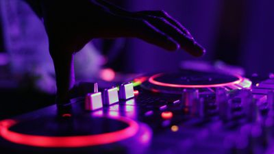 Dj-turntables-purple-and-pink-for-Citus-tips-blog-1920x1080.jpg