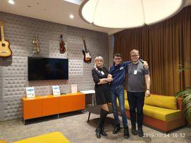Я, моя мама и региональный директор Microsoft в России Александр Ермаков. Москва, офис Microsoft в России, Октябрь 2019