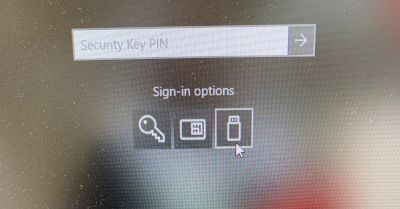 """After clicking on smartcard or password and then back to """"Security Key"""" the PIN field shows."""